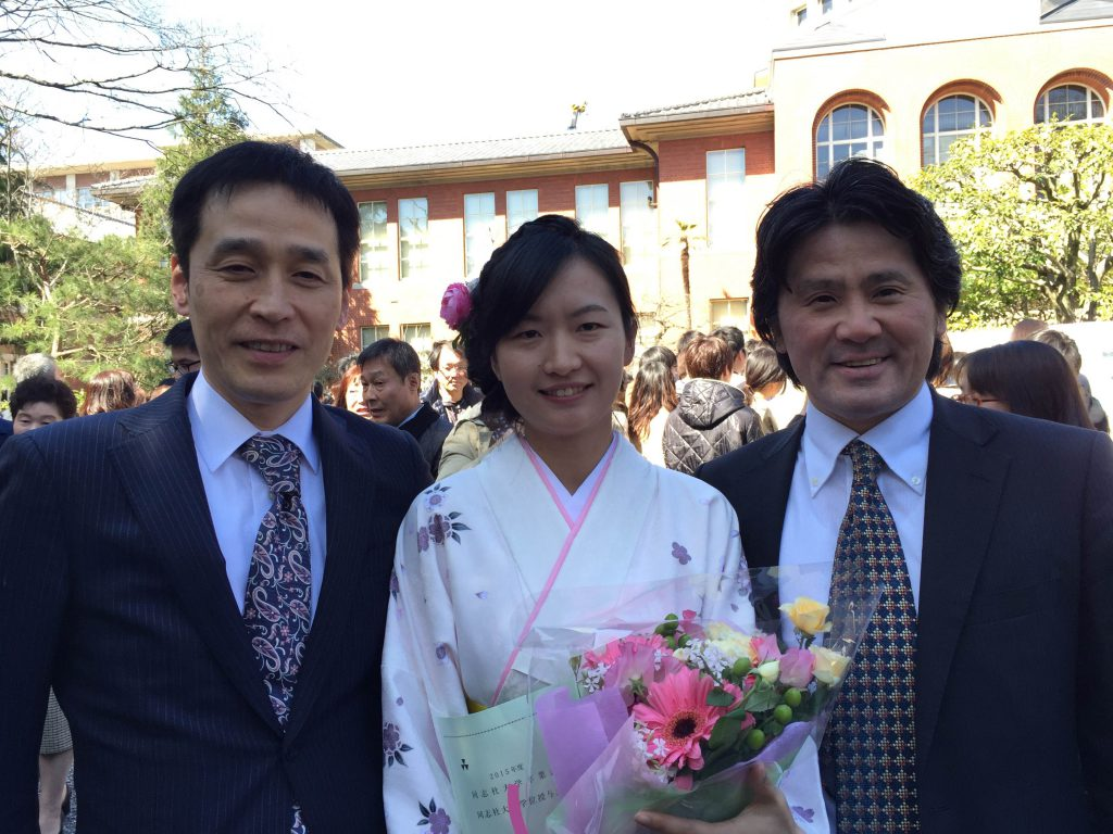 同志社大学大学院卒業式(渕上・上本・陳艶) (2)